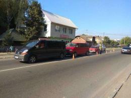 На Буковині біля залізничного переїзду зіткнулись три автомобілі (фото)