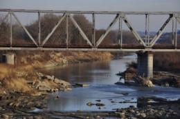 У Чернівцях місцеві жителі врятували жінку, яка випала з берега у річку Прут