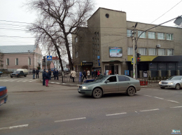 В Кіцмані на пішохідному переході авто збило школярку