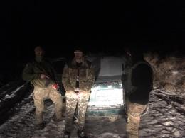 На Буковині пострілами прикордонники зупиняли «німця» литовської реєстрації з контрабандою