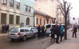У Чернівцях на Університетській зіткнулись макроавтобус і таксі