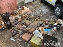 У чорного археолога, який підірвався на Буковині в лісі, знайшли цілий арсенал (фото)