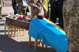 Чернівці попрощались із загиблим на фронті бійцем (фото)