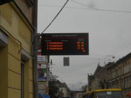 Чернівчани хочуть на всіх зупинках електронні табло з графіком руху транспорту