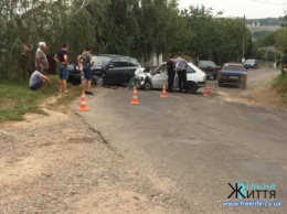 На Буковині зіткнулись два автомобілі, є постраждалі