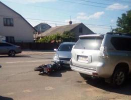 У Чернівцях мотоцикліст влетів у легковик