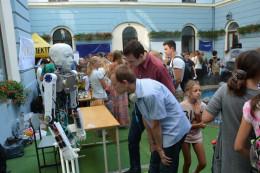 У дворику Ратуші провели унікальну демонстрацію роботів (фото)