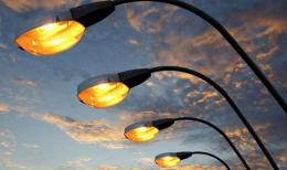 У Чернівцях біля департаменту ЖКГ встановили нові вуличні й паркові світильники