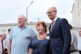 Речниця Яценюка заперечила, що батьки політика проживають в елітному помешканні у Чернівцях