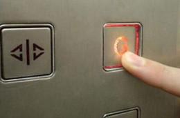 У Чернівцях поліція встановила особу чоловіка, який напав на дівчинку у ліфті