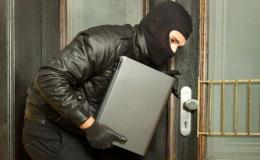У Чернівцях крадій дочекався, коли господар засне і заволодів його ноутбуком