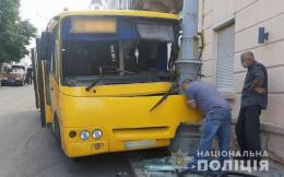 У Чернівцях в маршрутці, яка потрапила в ДТП, постраждали четверо пасажирів (фото)