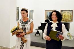 """У Чернівцях проходить виставка Тетяни Павлик """"Криниця для спраглих"""" (фото)"""