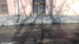 У Чернівцях через недбальство комунальників постраждав фасад культурно-мистецького центру (фото)