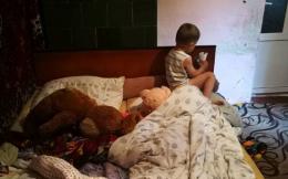 На Буковині виявили виснаженого від голоду хлопчика, мама якого розпивала спиртне (фото)