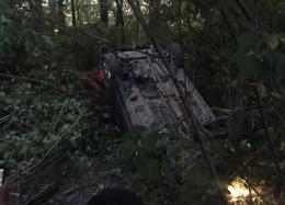 На Буковині «Опель» на єврономерах заїхав у кювет: 12-річний син водія помер у лікарні (фото)