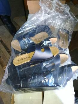 На Буковині митники знову вилучили взуття на понад два мільйони гривень (фото)