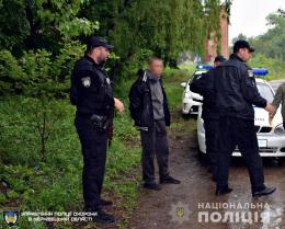У Чернівцях затримали чоловіка, який проник до готельного комплексу (фото)