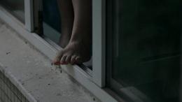 У Чернівцях дівчина кинулася з вікна п'ятого поверху