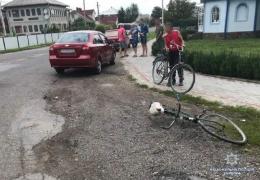 """На Буковині """"Шевроле"""" збив 75-річну велосипедистку (фото)"""