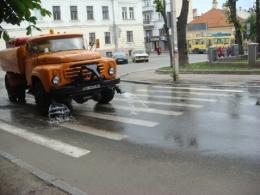 У Чернівцях розпочали нічний полив вулиць