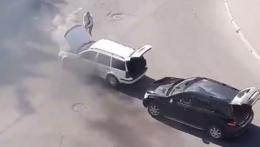 У Чернівцях посеред вулиці горіло авто