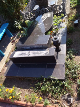 На Буковині до відповідальності притягнули трьох вандалів, які познущалися над могилами
