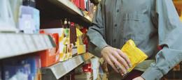 У Чернівцях чоловік викрав із супермаркету дитячий шампунь та шашлик