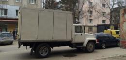У Чернівцях на Небесної Сотні зіткнулася вантажівка з легковиком