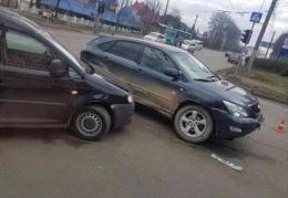 У Чернівцях Volkswagen Caddy врізався у позашляховик