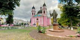 У Чернівецькій єпархії прокоментували відео із силуетом жінки у кафедральному соборі