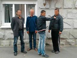 Чернівецькі поліцейські викрили грабіжника, який пограбував двох літніх жінок