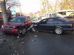 У Чернівцях на Кемпінгу зіткнулися дві автівки