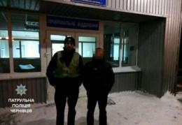 Чернівецькі патрульні допомогли водію, котрому посеред дороги раптово стало погано