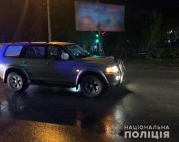 """У Чернівцях  """"Mitsubishi"""" збив двох дітей, які перебігали дорогу"""
