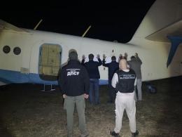В Молдові затримано контрабандистів, які на літаку АН-2 переправляли цигарки з Буковини (фото)