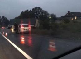 """У Чернівцях на об'їзній вантажівка """"Renault Magnum"""" з'їхала у кювет (відео)"""