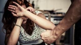 """На Буковині судитимуть двох домашніх насильників, їм """"світить"""" до двох років ув'язнення"""