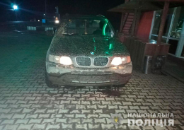 """На Буковині водій """"BMW X5"""" намагався підкупити патрульних"""