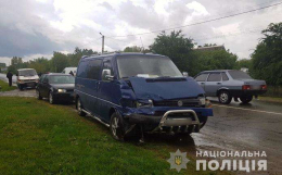 """На Буковині зіткнулися """"Volkswagen"""" та """"BMW"""", є постраждалі (фото)"""