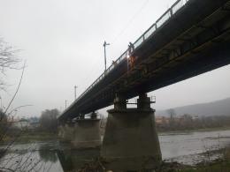 На Буковині жінка вчинила самогубство на очах у свідків, кинувшись з моста у річку