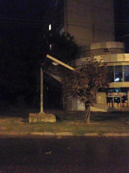У Чернівцях вітер пошкодив покрівлю торгового центру та залишив без світла чотири райони