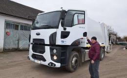 Три ОТГ на Буковині отримали вісім мільйонів гривень на техніку та контейнери для сміття (фото)