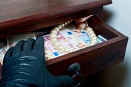 На Буковині у жителя Шебутинців з будинку викрали понад 100 тисяч гривень