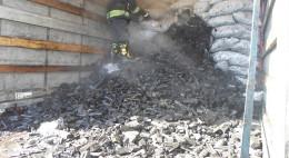 На Буковині через самозаймання в причепі згоріло 400 кілограмів вугілля