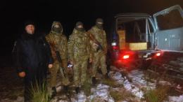 Прикордонники на Буковині біля кордонку затримали двох коней та два позашляховика з сигаретами