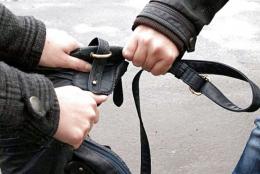 У Чернівцях покарали жінку та чоловіка, які пограбували перехожого