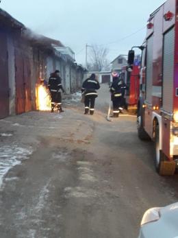 У Чернівцях за добу горіли три гаражі (фото)