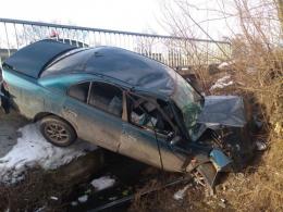 На Буковині легковик злетів з дороги в кювет та отримав пошкодження