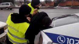 На Буковині судитимуть поліцейського, який без причини побив затриманого